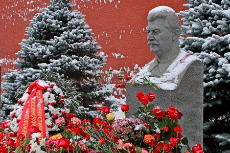 Буржуазным законодателям всё Сталин покоя не даёт